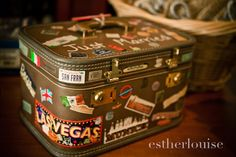Creative card box. Source: Esther Louise Photography #cardboxes