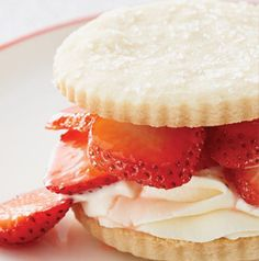 Skip the shortcakes or biscuits and make a Strawberry Shortbread Cookie Stack for dessert instead. Pressed for time? Store bought shortbread cookies will work just fine. strawberri shortbread, cooki stack, shortbread cooki, dessert
