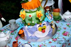 What a stunning Alice In Wonderland CAKE! Found via Kara's Party Ideas | Kara'sPartyIdeas.com #alice #in #wonderland #party #supplies #ideas