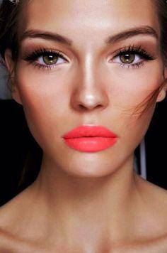 Neutral shadows+coral lips