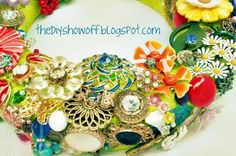 How to make a brooch wreath.