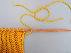 Hola knitters!En este post os vamos a enseñar a como unir con nudos en tu prenda de punto WAK.Es muy común a la hora de unir dos ovillos o unir dos hebras rotas, o bien que tengas que empezar otro ovillo. Al igual que cualquier otra técnica, nosotros te vamos a enseñar a incorporar el nudo en la unión de dos hebras cuando tejas tu proyecto, para ello hay que realizarlo de esta manera:Realizándolo de esta manera el nudo queda bastante invisible y prácticamente escondido en tu prenda de ...