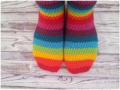 Rainbow Slipper Socks Tutorial  #crochet from Oomanoot