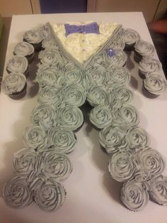 Groom pull apart cupcake cake!