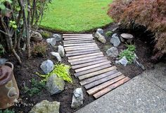 Pallet wood garden walkway - Placing the planks in a slight curve as well as random alignment made for a slightly more interesting take. By @Donna - Funky Junk Interiors