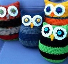 The Original Bizzy Crochet - Owl Pillows in two sizes - free crochet pattern!