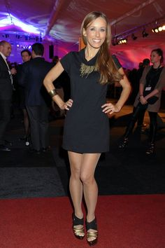 Annemarie Warnkross in pantyhose - http://stockings-celebs.blogspot.com/2014/09/alison-brie-amber-pyper-analu-campos.html