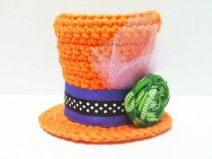 Mini top hat crochet pattern.  I LOVE this pattern, I have made several mini hats from this pattern.  so adorable!