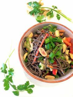 Peanut Veggie Noodle Bowl - Hummusapien