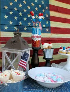 Host a Red, White & Blue party for the 4th of July! Here are some great ideas to get you started. || @Alice Party Magazine