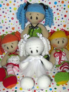 cute #amigurumi #dolls. Love the white one.
