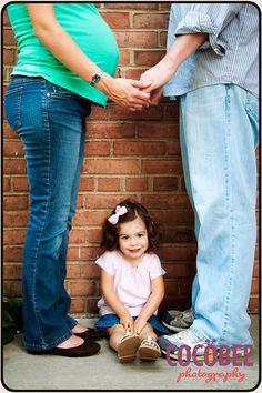 maternity photos with sibling, maternity photos sibling, famili