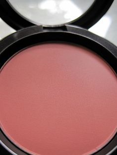My all around blush! -Mac Pinch me blush