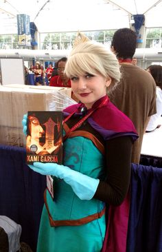 #Disney's #Elsa has something she wants to show you. #sdcc #comiccon #unbreakable #thelegionseries #kamigarcia #YAbooks #supernatural #paranormal #frozen
