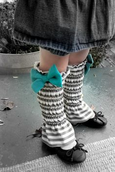 simply homemade: Shirred leg warmers topped with a bow