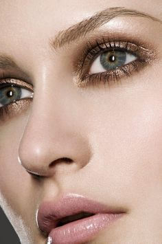 High-shine #metallic eye makeup is a way to accessorize with bling without putting on a single piece of jewellery.