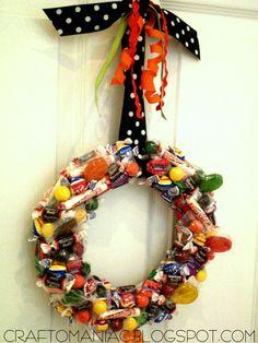 20 Halloween Wreaths | halloween decorations, candi wreath, halloween candy, halloween crafts, candies, door, fall wreaths, family crafts, halloween wreaths