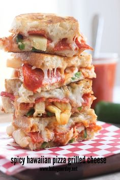 Spicy Hawaiian Pizza Grilled Cheese #decadent #appetizer