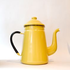 giraffe coffee pot noda horo Made from long-lasting enamel, this durable pot can go from the fridge to the stovetop to the dishwasher. Compared to metals, enamel does not change the taste of water or foods and is non-porous, stopping germs from growing. Designed for commercial use, this Giraffe Coffee Pot comes in red, mustard yellow and white.