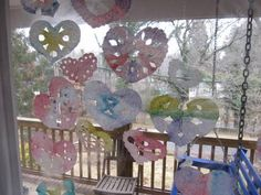 Coffee filter hearts : paint with watered down food coloring to get brighter shades.