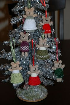 Christmas Bears by yarngirl69, via Flickr