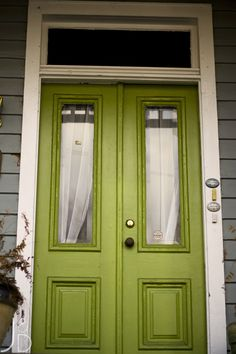 judypimperl.blogspot.com  via Bright Bold and Beautiful Blog- 12 Colorful Front Doors | Home | Bright Bold and Beautiful Blog