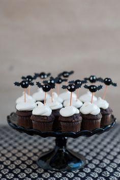 Pom Pom Bat Cupcake Toppers DIY