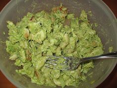 Chicken Avocado Salad - Just 1 chicken breast, 1 avocado, 1/2 onion, garlic powder, 1 lime's juice and season to taste. Enjoy it by dipping veggies in it or serve it on lettuce wraps.