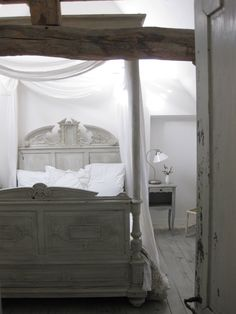 Canopy bed love
