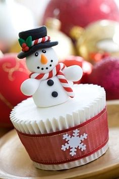 Snowman Cupcakes | #christmas #xmas #holiday #food #desserts
