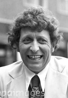 Tom Baker is to play Dr.Who in the tv series in the 1975 season, succeeding Jon Pertwee.