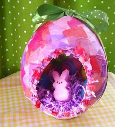 How to make....giant eggs! (Hint: it involves a balloon, tissue paper, & glue.) #kids #Easter