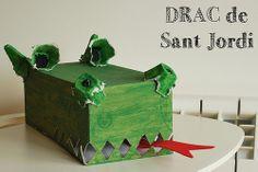 Drac de Sant Jordi amb caixa de cartró