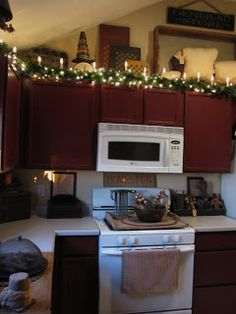 Above kitchen cabinet space on pinterest above kitchen for Christmas decorating above kitchen cabinets