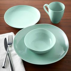 The edges of our Organic Shaped Dinnerware are lightly stretched to form organic shapes that aren't perfectly rounded. The strikingly simple result makes this pristine dinnerware practical for everyday use.