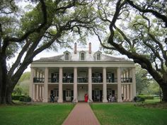 southern plantations, new orleans, new houses, dream homes, plantation homes, southern homes, dream houses, wrap around porches, oak alley