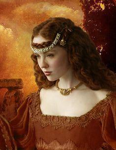 """Das Terras do Norte ou Terras Altas, vinha a Senhora das Aves, Alessandra: uma bela ruiva de olhos extremamente verdes e seu animal de estimação era uma ave de rapina a quem nomeara de Fedon: """"aquele que filosofa"""". Atuava com o elemento Ar. Essa era uma mulher que detinha o conhecimento dado por Palas Atena: era sábia e justa.  Para isso fora criada pela deusa e recebera esse nome, para lembrar-se sempre do que significava: """"resistente aos homens"""". Era a juíza de todas as Terras de Gaia."""