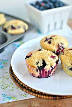 Homemade Blueberry Muffins l www.SimplyScratch.com #muffins