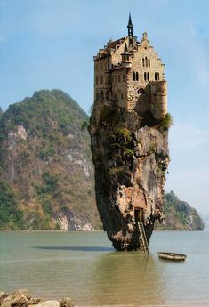 castl, ireland, unusual homes, james bond, rock, zombie apocalypse, place, dream houses, island