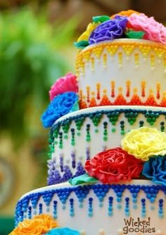 Rainbow-colored wedding cake - so festive! #wedding #cake #weddingcake #colorful #rainbow