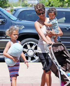 Halle Berry & Olivier Martinez, Nahla & Maceo heads to the airport - Hawaii -9/2