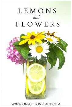 Flowers from the yard and lemon slices are all you need to make this #Lemon and #Flower arrangement in just a few minutes!