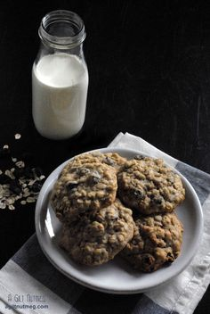 Best Oatmeal Raisin Cookies Ever - www.agiltnutmeg.com