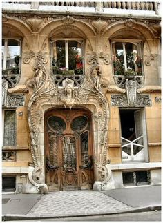 29 Avenue Rapp, Paris, France. What an amazing site, I don't know which part of this building intigues me the most, it's so above and beyond.