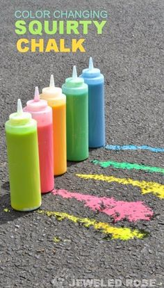 #DIY Sidewalk Squirty chalk- SO FUN, and the chalk magically changes colors as kids play! {Only 3 ingredients}