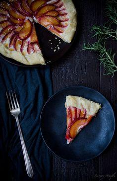 Servieren Sie dieses saisonale Torte zum Nachtisch oder Sonntagsbrunch!  Es ist süß, herb und erdig.