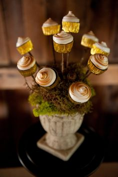 Cupcakes on a stick.#Repin By:Pinterest++ for iPad#