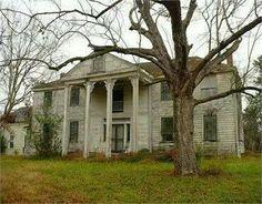 Abandoned Bermuda Hill Plantation, Prairieville, Alabama. Beautiful.