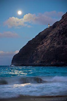 Super Harvest Moon Rise, Honolulu, Hawaii