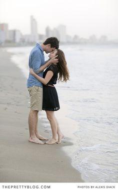 Romantic beach couple shoot | Photographer: Alexis Diack Photography